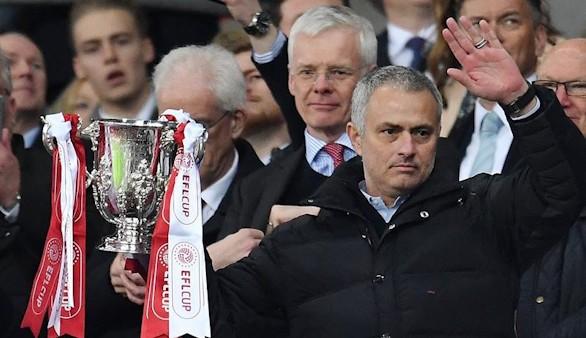 Un histórico Mourinho e Ibrahimovic ganan la EFL Cup para el United   3-2