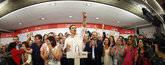 Pedro Sánchez celebra la victoria en las primarias con su equipo y la militancia