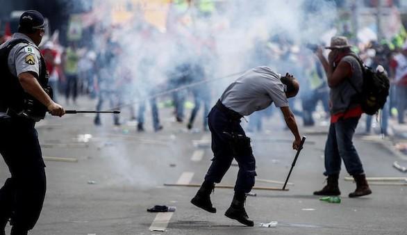 Las protestas contra Temer en Brasil obligan a evacuar ministerios