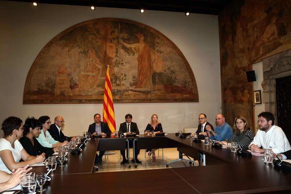 Sigue el intercambio de ataques entre el Gobierno y Puigdemont por el referéndum