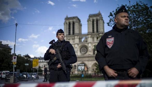 La radicalización del terrorista de Notre-Dame: rápida, solitaria y por internet