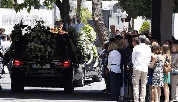 Centenares de familiares y amigos despiden a Ignacio Echeverría
