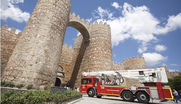 La lluvia causa un muerto en Madrid y desperfectos en la muralla de Ávila