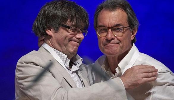 Puigdemont ataca a Iglesias y Colau por estar