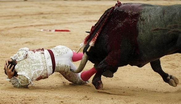 Feria de San Fermín. Oreja para Moral y cornada a Gonzalo Caballero