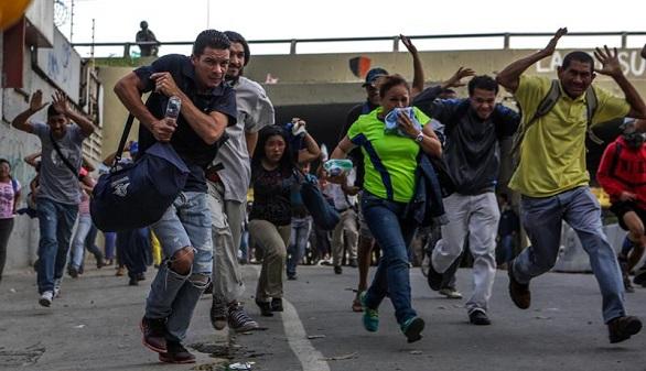 Los militares chavistas impiden la entrada de la prensa al Parlamento