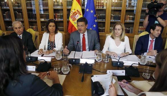 Catalá confirma que si la reforma del Parlament es ilegal será impugnada