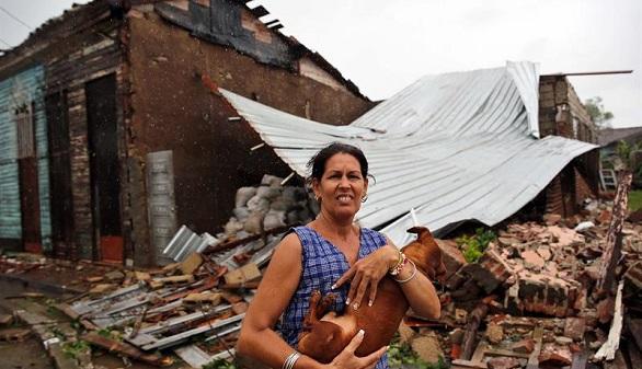 Irma toca tierra en los Cayos de Florida y causa sus tres primeras víctimas en EEUU