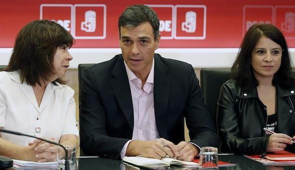 Históricos del PSOE instan a Sánchez a defender la Constitución con claridad