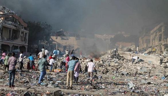El peor atentado en la historia de Somalia causa 215 muertos