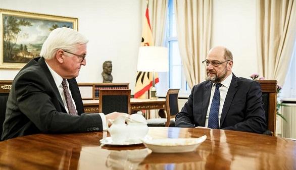 Schulz, obligado a formar gobierno con Merkel desde su partido y desde fuera