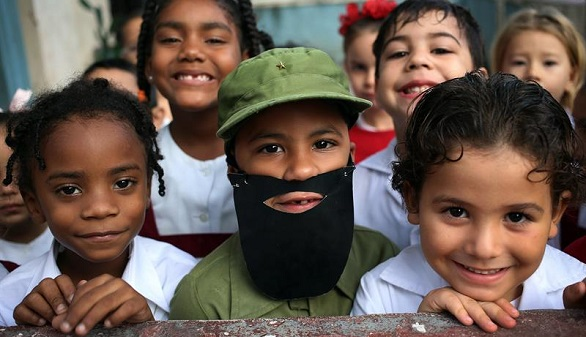 Cuba honra a Fidel Castro, en severa recesión y antes de elegir al relevo de Raúl