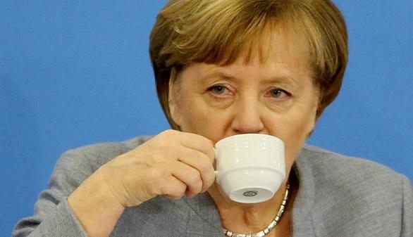 Merkel niega las nuevas elecciones y se entrega a Schulz
