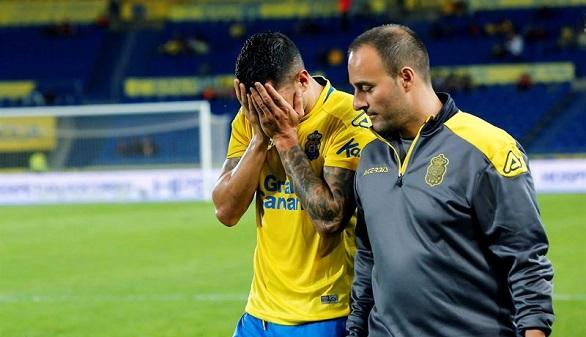 Vitolo se retira lesionado, llorando y a un mes de aterrizar en el Atlético