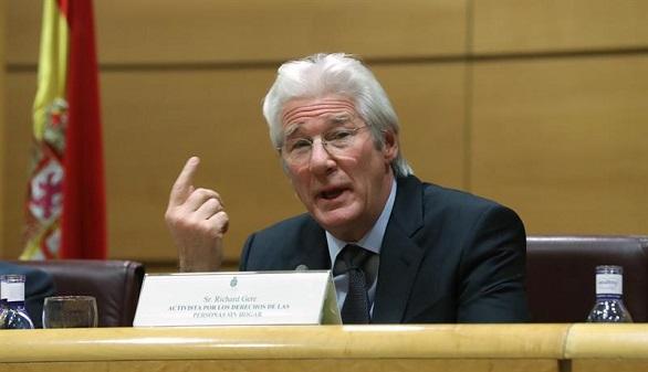 Richard Gere, en el Senado español: un mundo sin indigentes es posible