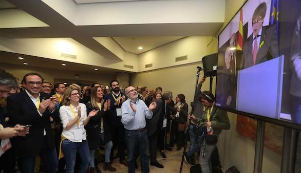 JxCat ya trabaja en fórmulas para investir a Puigdemont en ausencia