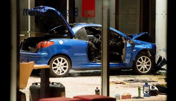 Un hombre estrella su coche contra la sede del SPD alemán