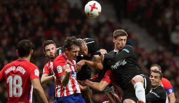 El Sevilla de Montella renace para sacar un triunfo del Wanda en Copa | 1-2