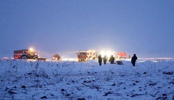 Un avión se estrella en las afueras de Moscú y mueren las 71 personas que iban a bordo