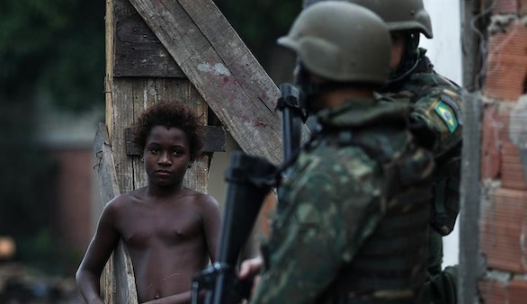 Brasil da carta blanca a los militares para invadir cualquier casa de Río de Janeiro