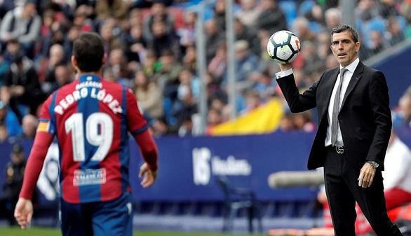 El Levante despide a Muñiz, el entrenador que les llevó a Primera