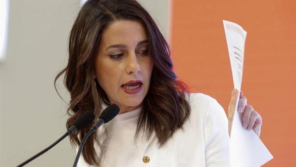 Cs rompe con Manuel Valls por apoyar a Ada Colau en Barcelona