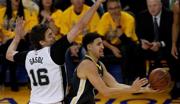 NBA. Wade y los Spurs reaccionan pero los Warriors siguen vigentes