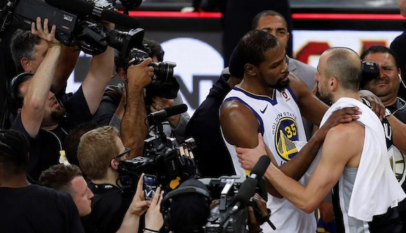 NBA. Los Warriors retiran a Manu Ginóbili y los Sixers, a Wade