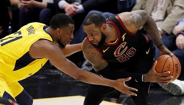 NBA. LeBron James explota para salvar a los Cavs y Harden, para guiar a los Rockets