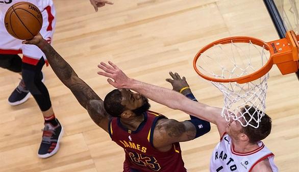 NBA. LeBron James deslumbra y los Cavs y los Celtics despegan