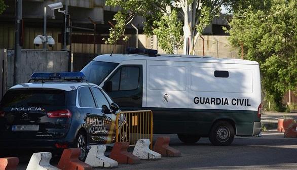 Nueve guardias civiles, agredidos en Algeciras por 40 personas