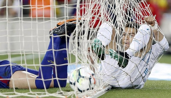 El Barcelona erosiona al Real Madrid en el último Clásico de Iniesta | 2-2