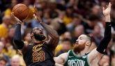 NBA. LeBron James activa a sus Cavaliers para golpear a los Celtics