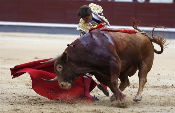 Un gran toro de Alcurrucén permite a El Juli congraciarse con las Ventas