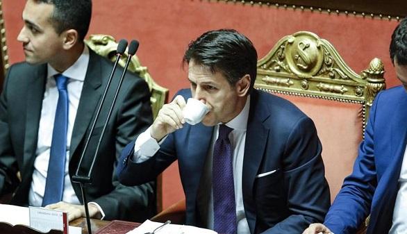Conte alaba al populismo y pasa la primera fase de la investidura: el Senado de Italia le apoya
