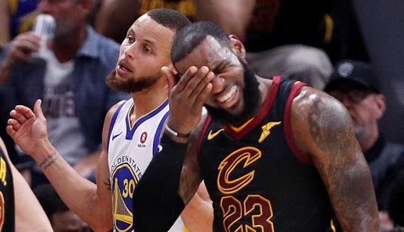 NBA. LeBron James, con la mano rota, tiró la toalla para la paliza de los Warriors