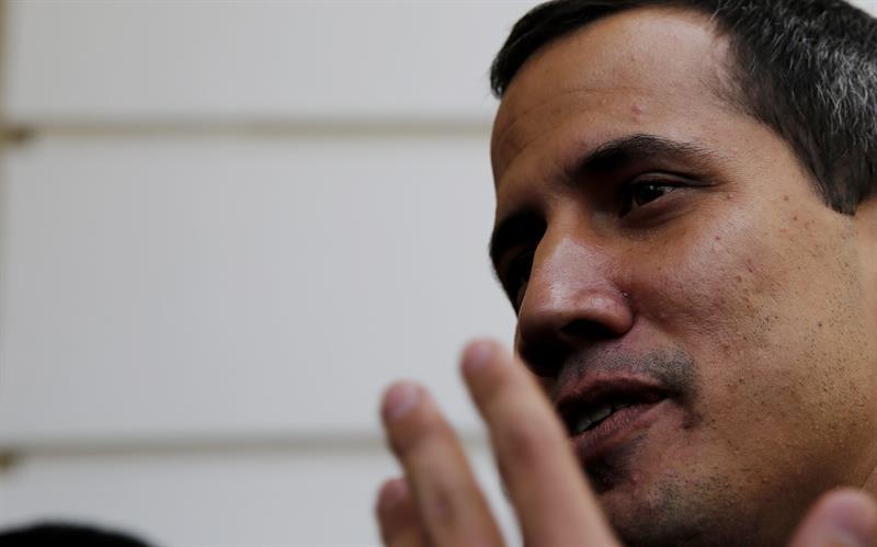 Maduro congela las cuentas de Guaidó y le impide salir del país