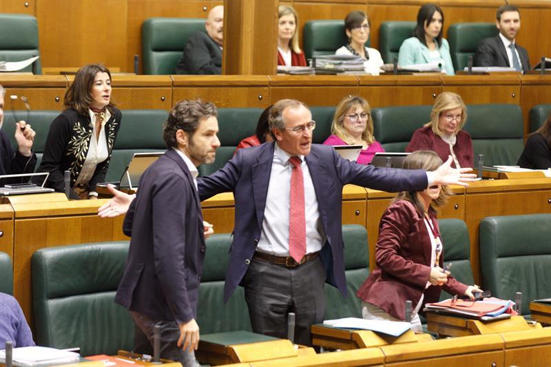 Los socios de Sánchez la lían en el Parlamento Vasco: vuelve ETA