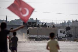 Pence viaja a Turquía para negociar un alto el fuego