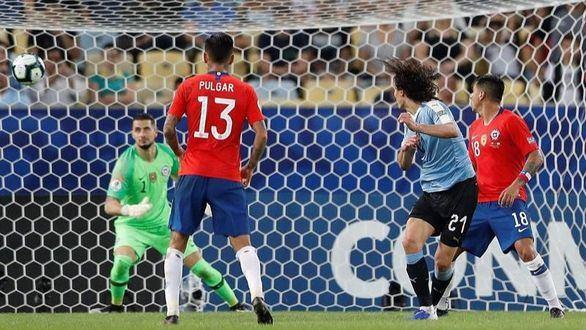Copa América. Uruguay tumba a Chile con gol de Cavani y acaba primero | 0-1