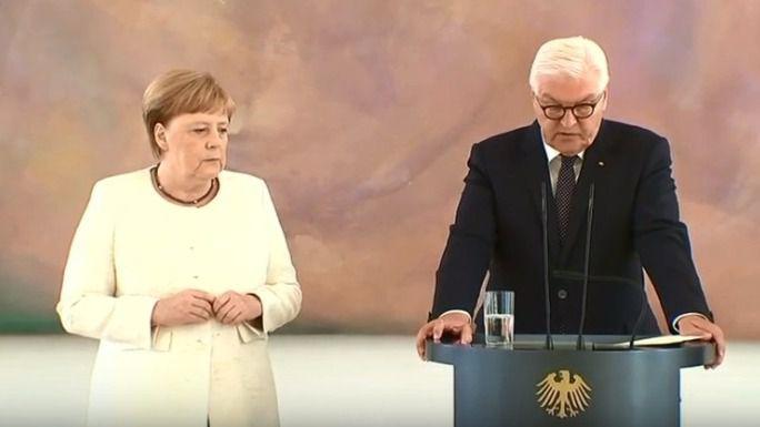 Merkel vuelve a sufrir temblores durante un acto en Berlín