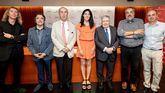 En la imagen, el presidente del jurado Luis María Anson rodeado de los otros miembros: Enrique Cornejo, José del Arco, Raquel Lanseros, Fermín Herrero, Luis Alberto de Cuenca y Carlos Aganzo.