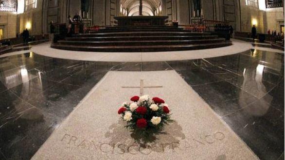 Vendetta del Gobierno por las críticas del Vaticano a la exhumación de Franco