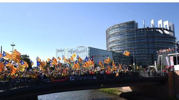 Puigdemont no se atreve a entrar en Francia por miedo a ser detenido