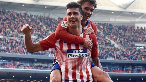 Rodrigo celebra un gol junto a Antoine Griezmann.