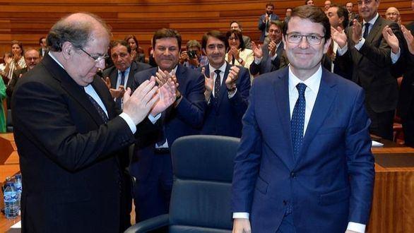 Mañueco se convierte en presidente de Castilla y León con los votos de PP y Ciudadanos