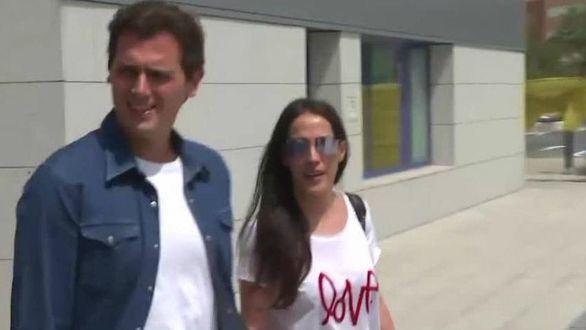 Rivera abandona el hospital junto a Malú tras su cuadro de gastroenteritis aguda