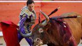 Los 'miuras' cierran San Fermín con tensión y el percance de Rafaelillo