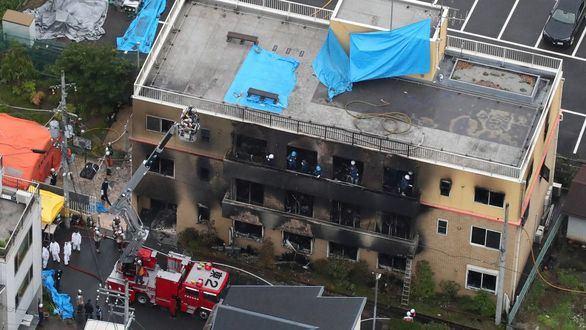 Un hombre incendia unos estudios de animación en Japón y mueren 33 personas