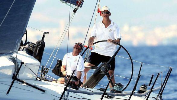 Imagen de archivo del rey Felipe VI durante una regata de la Copa del Rey de vela en Mallorca.